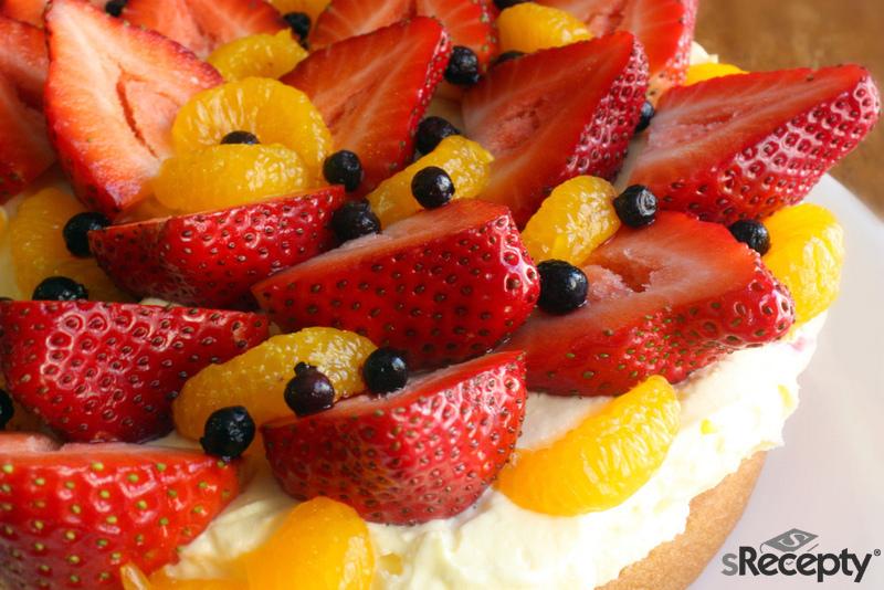 Letni tort z owocami