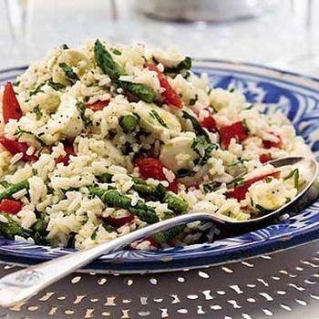 Sałatka z ryżu z orzechami