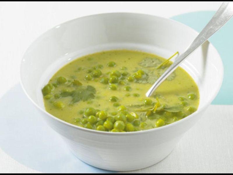 Zupa grochowo-porowa ze świeżą miętą